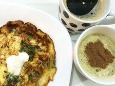Bom diaaaa!  omelete de couve com creme de ricota abacate com iogurte e canela e café  by taynofoco