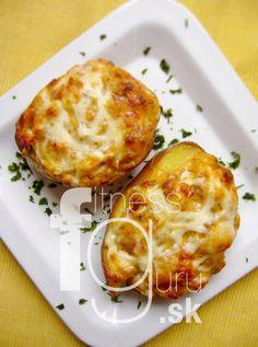 Pečené zemiaky plnené bryndzou Baked Potato, Macaroni And Cheese, Main Dishes, Potatoes, Baking, Eat, Breakfast, Ethnic Recipes, Food