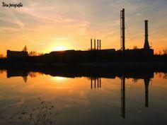 Alkonyi ipari tükröződés a Kopaszi gátnál, a Dunán