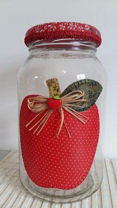 Mason Jar Crafts, Bottle Crafts, Fun Arts And Crafts, Diy And Crafts, Christmas Mason Jars, Christmas Crafts, Decoupage Jars, Reuse Plastic Bottles, Decorated Jars