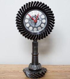 Industrial Clocks, Industrial Furniture, Welding Crafts, Welding Projects, Car Part Art, Car Part Furniture, Metal Art Projects, Cool Clocks, Scrap Metal Art