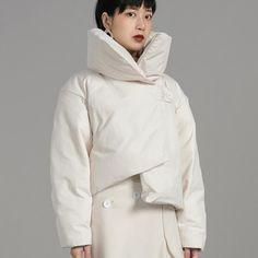 Measurements cm Size Shoulder Bust Sleeve Length S 52 106 53 M 53 110 54 The model wears S. Puffy Jacket, Ski, Raincoat, Boards, Deep, Pockets, Colour, Model, Sleeves