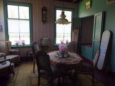 Binnen kijken in het openluchtmuseum in Barger Compascum. Drenthe Holland