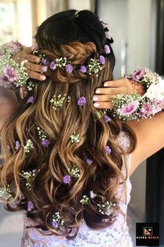 Best Hairstyle For A Wedding, Mehndi And Haldi With Floral - My list of women's hairstyles Mehndi Hairstyles, Open Hairstyles, Indian Wedding Hairstyles, Elegant Hairstyles, Bride Hairstyles, Medium Hair Styles, Short Hair Styles, Halo Hair Extensions, Curl Styles