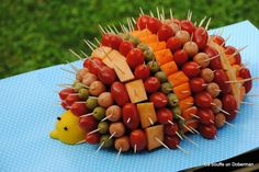 The Hedgehog aperitif for a festive buffet Recipe by Ca bouffe un Doberman Fingers Food, Tomato Dishes, Dog Food Recipes, Cooking Recipes, Dishes Recipes, Fingerfood Party, Food Wishes, Party Buffet, Hors D'oeuvres