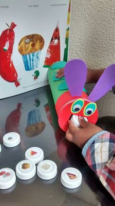 Caterpillar never enough … - Healthy Food Art Spring Activities, Toddler Activities, Preschool Activities, The Very Hungry Caterpillar Activities, Hungry Caterpillar Party, Chenille Affamée, Art For Kids, Crafts For Kids, Bug Crafts
