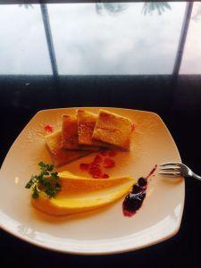 【 食べ残した食パンで】デザートには感激「みやちく」 宮崎観光ホテル二階