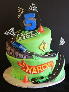 Wonky Hot Wheels Birthday Cake with a road that goes all the way around the carved cake! Hot Wheels Party, Bolo Hot Wheels, Hot Wheels Cake, Festa Hot Wheels, Hot Wheels Birthday, Birthday Presents For Him, Birthday Themes For Boys, Themed Birthday Cakes, Birthday Fun