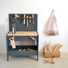 Few things in life are as much fun as woodworking. Woodworking allows you to show off your carpentry skills. Woodworking is great for so many reasons. Kids Workbench, Folding Workbench, Garage Workbench, Workbench Designs, Diy Kids Furniture, Cardboard Furniture, Furniture Design, Montessori Toys, Wood Toys