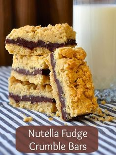 Nutella Fudge Crumble Bars - a recipe for one of the best crumble bars you will ever eat. Buttery oatmeal crumble surrounds a rich, fudgy Nutella filling. These will very quickly become a lunchbox favorite. by AislingH Nutella Fudge, Torte Nutella, Nutella Recipes, Fudge Recipes, Cheesecake Recipes, Baking Recipes, Cookie Recipes, Dessert Recipes, Nutella Cheesecake