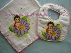 Artes da lua- enxoval para bébé pintado à mão: Conj. de fraldas e babetes - Refª 182
