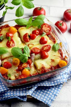 TOSTOWE ROLLSY ZAPIEKANE Z SEREM I POMIDORAMI Mozzarella, Vegetable Pizza, Italian Recipes, Quiche, Food And Drink, Veggies, Vegan, Cooking, Breakfast