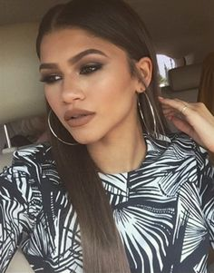 Zendaya girl hair eyes make up lips fashion style accessories