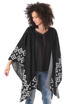 Wool poncho in pattern knit with tribal print - 56,90 € - https://q2shop.com/