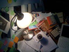 You neither need a nice view nor a tidy desk to write a novel, as long as you have the inspiration...Roman yazmak için ne güzel bir manzaraya ne düzenli bir masaya ihtiyaç var, yeter ki ilhamımız daim olsun : )