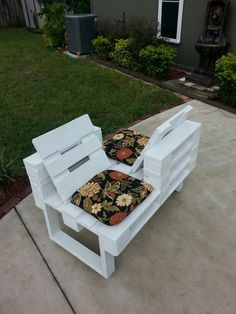 Love seat made from recycled pallets