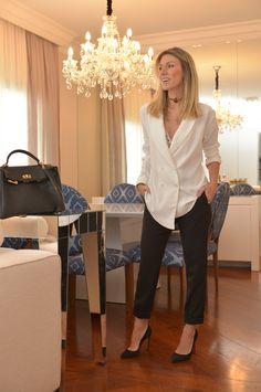 Nati Vozza do Blog de Moda Glam4You usa camisa boyfriend branca e calça preta num look social & sexy.