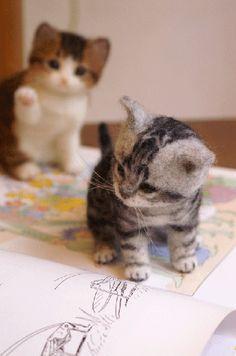 needle felted kittens by Midori Nakayama