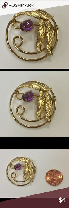 Vintage gold tone purple stone Brooch Great condition Vintage Jewelry Brooches