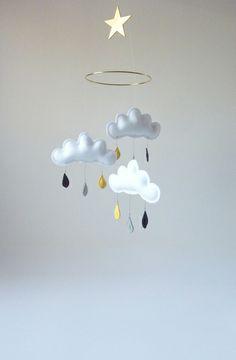 Mobile nuages et gouttes de pluie