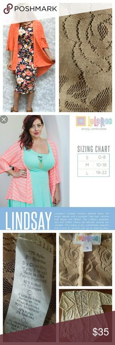 💥JUST IN💥•Lindsay•Made in 🇺🇸 Excellent condition! No holes, rips or stains. Peach color floral lace Lindsay. Refer to the LuLaRoe sizing chart in Pic 2. Actual top you are purchasing is shown in Pic 3. LuLaRoe Tops