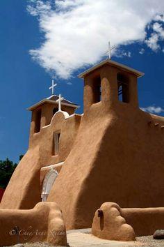 Iglesia San Francisco de Asís, fuera de Taos, New México.