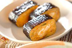 白菜キムチを混ぜた卵焼きに、焼きのりを巻きました。ゴマ油で風味を効かせて。キムチ卵ののり巻き[和食/焼きもの]2010.11.08公開のレシピです。