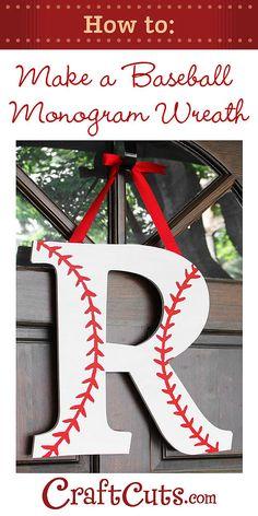 How to Make a Baseball Monogram Wreath-como decorar una letra como pelota de beisbol.