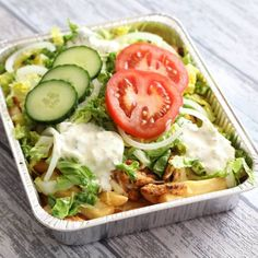 Kapsalon (from Rotterdam) Fries, Shoarma, Cheese, Lettuce and sauce. Healthy Recepies, Good Healthy Recipes, Meat Recipes, Cooking Recipes, Oven Dishes, Easy Cooking, Quick Easy Meals, Clean Eating, Good Food