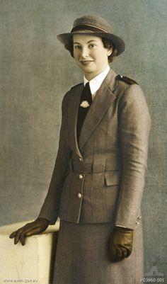 Lieutenant-ColonelVivian Bullwinkel, Mrs. Statham,AO,MBE,ARRC,ED,FNM(18 December 1915 – 3 July 2000) was anAustralian Armynurseduring theSecond World War. She was the sole survivor of theBangka Island Massacre, when the Japanese killed 21 of her fellow nurses on Radji Beach,Bangka Island(Indonesia) on 16 February 1942.