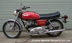 The 1974 Norton Commando 850 w/eye-popping Pictures, Specs, History & more. British Motorcycles, Vintage Motorcycles, Norton Motorcycle, Norton Commando, Classic Bikes, Vintage Trucks, Bobber, Rockabilly, The Past