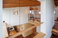 Designed in 2013 by Fumihito Ohashi Architecture Studio (FOAS), this contemporary single household residence is located contained in the Mie District, Japan. Photography by Ippei Shinzawa Visit Fumihito Ohashi Architecture Studio Arch Interior, Modern Interior Design, Interior And Exterior, Interior Decorating, Modern Decor, Japan Architecture, Interior Architecture, Minimalist Architecture, Home Studio