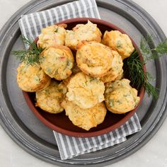 They sound fancy, but they're really easy to make. Spoil your guests with these exotic sweetcorn and crab cake puffs - they're an excellent finger food dish or appetiser. Shellfish Recipes, Seafood Recipes, Appetizer Recipes, South African Recipes, Ethnic Recipes, How To Cook Fish, Crab Cakes, Baked Beans, Food For A Crowd