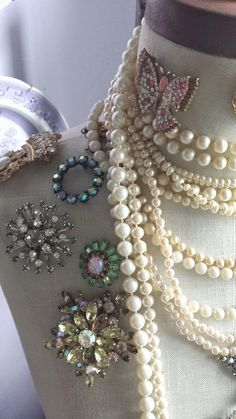 newport beach: vintage inspired jewelry display The Effective Pictures We Offer You About beau Vintage Jewelry Crafts, Vintage Costume Jewelry, Vintage Costumes, Cute Jewelry, Antique Jewelry, Diy Jewelry, Jewelry Making, Seashell Jewelry, Victorian Jewelry