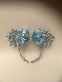 Elsa Ice Blue Snowflake Mouse Ears, Snowflake Rhinestone Frozen Minnie Ears by LoversOfDisneyEars on Etsy Disney Diy, Diy Disney Ears, Disney Bows, Disney Crafts, Disney Ears Headband, Disney Headbands, Ear Headbands, Diy Headband, Frozen Headband