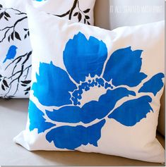 Stencil A Nature Inspired Accent Pillow My Pillows - Learn How To Stencil Diy Accent Pillows In A Snap Happy Friday My Crafty Friends Cutting Edge Stencils Is Curious What Fun Stencil Projects You Have Lined Up This Weekend If Youre Looking To Diy Pillows, Accent Pillows, Decorative Pillows, Throw Pillows, Stenciled Pillows, Stencil Diy, Stencils, Fabric Paint Designs, Creation Couture