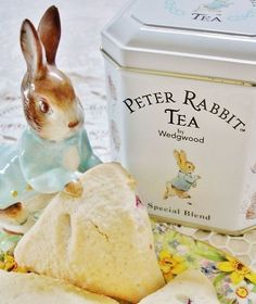 Peter Rabbit Tea-how sweet for a little girls tea party! Beatrix Potter, Peter Rabbit And Friends, Storybook Cottage, Tea Tins, My Cup Of Tea, High Tea, Afternoon Tea, Tea Set, A Table