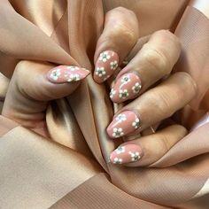 White daisy nails