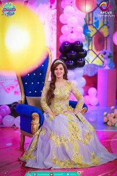 Stylish Dresses, Formal Dresses, Balloon Bouquet, Beautiful Celebrities, Balloons, Happy Birthday, Photoshoot, Pakistani, Style Ideas