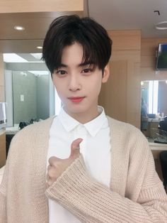 Cha Eun Woo on Check it out!