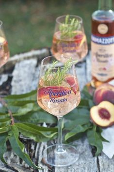 Sommerliche fruchtige Pfirsich Bowle mit Ramazzotti Aperitivo Rosato nach einem Rezept von Sweets and Lifestyle