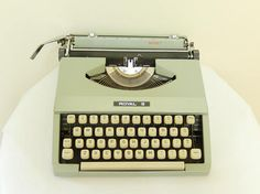 vintage Royal typewriter Signet 1968 portable with cover