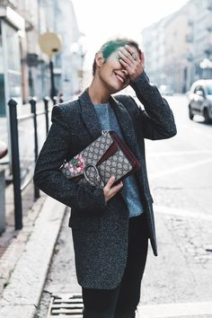 Cuneo_Italia-GRey_Blazer-Levis_Serie_700-Chanel_Shoes-Gucci_Dionysus-Black_Jeans-Outfit-Topknot-Street_Style-Collage_Vintage-18