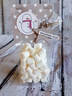Julen närmar sig med rask takt - Härligt!   Jag älskar julen med alla ljus och allt julstök. Därför bjuder jag idag på julkort och även en ...