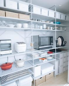 収納はおまかせ!無印良品のユニットシェルフでおしゃれに整理整頓するアイディア集 - Yahoo! BEAUTY Muji Storage, Storage Design, Storage Ideas, Kitchen Organization, Kitchen Storage, Organizing, Kitchen Cupboards, Kitchen Appliances, Hm Home