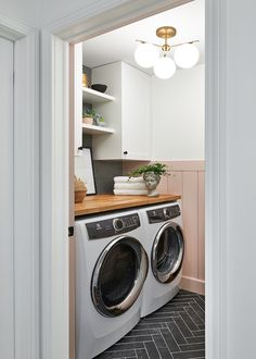 One Room Challenge Reveal – Spring Modern Farmhouse Laundry Room Renovat. One Room Challenge Reveal – Spring Modern Farmhouse Laundry Room Renovation Pink Laundry Rooms, Laundry Room Doors, Farmhouse Laundry Room, Basement Laundry, Laundry Room Organization, Laundry Room Design, Laundry Closet, Laundry Tips, Small Laundry