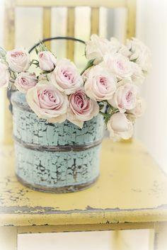 Más tamaños | yellow chair+blue bucket+pink roses= Spring | Flickr: ¡Intercambio de fotos!