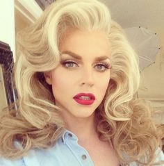 If you thought you really knew what a drag queen looked like, we've got news for you. Check out these 14 drag queens who could easily pass for women. Drag Queens, Scream Queens, Pretty People, Beautiful People, Courtney Act, Drag Queen Makeup, Queen Outfit, After Life, Big Hair
