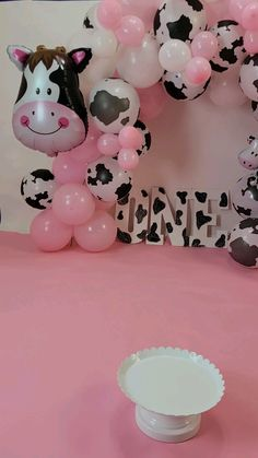 Birthday Themes For Girls, Baby Girl Birthday Theme, Baby Birthday Decorations, Cowgirl Birthday, Birthday Ideas, Petting Zoo Birthday Party, Cow Birthday Parties, Cow Birthday Cake, Farm Birthday