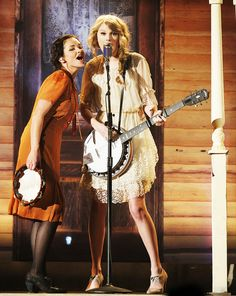 Taylor Swift & Elizabeth Huett at the ACM's